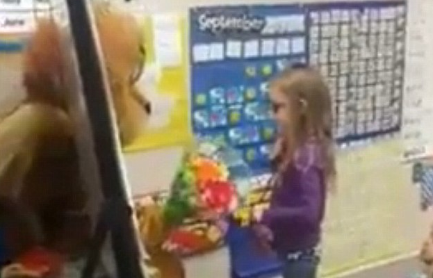 Soldier Dad Dresses Up Like a Lion To Surprise His Daughter, Who He Hasn